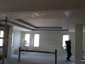 okachen-tavan-skrito-osvetlenie.jpg