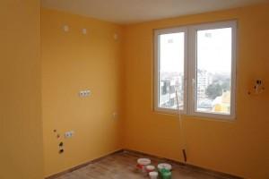 Боядисване на стени и таван.